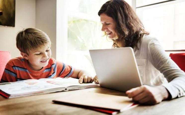 Anak belajar di rumah