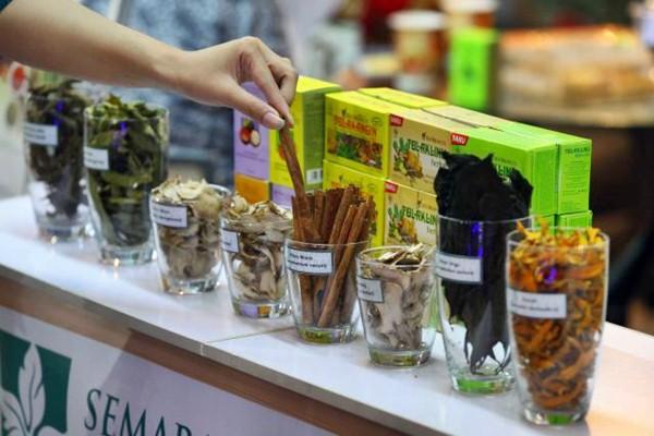 Pameran produk bahan baku industri farmasi, pangan fungsional, serta produk nutrisi dan kesehatan pada CPhI South East Asia dan Hi South East Asia 2017 di Jakarta, Rabu (22/3). - JIBI/Dwi Prasetya