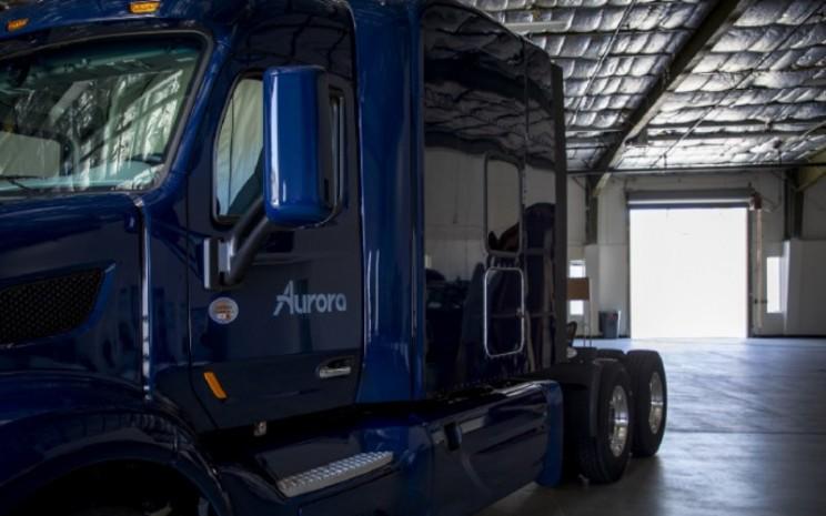 Truk Aurora di bengkel kendaraan di California. Produk komersial pertama Aurora akan diangkut ke pasar terbesar Texas.  - Aurora