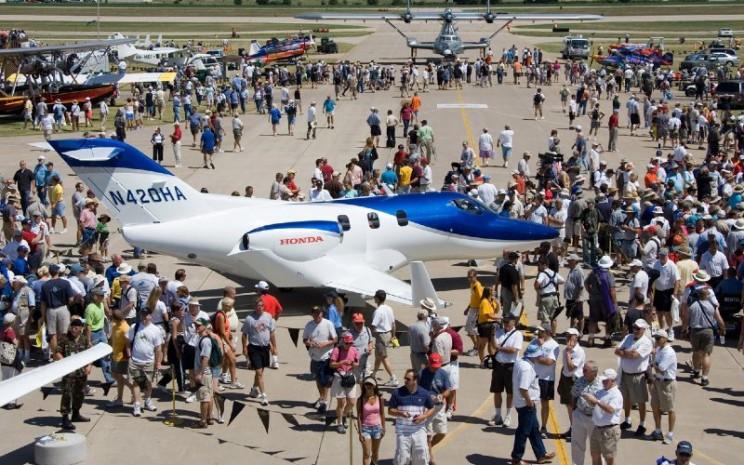 HondaJet. Armada HondaJet saat ini memiliki sekitar 150 pesawat di seluruh dunia dan telah menjadi jet ringat yang paling banyak dikirim di kelasnya pada 2017, 2018, dan 2019.  - Honda