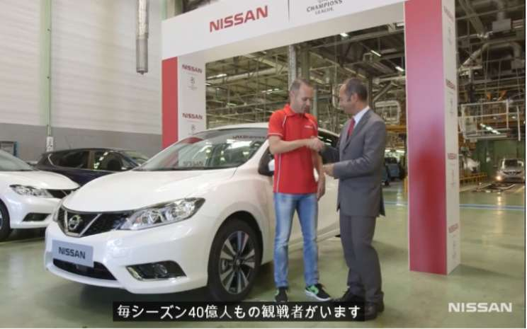 Andres Iniesta, bintang sepak bola, di Pabrik Nissan di Barcelona, September 2014. - Nissan/Youtube