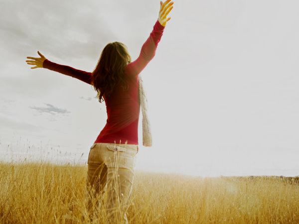 Berjemur pada pagi hari sebagai salah satu cara mendapat vitamin D - Istimewa