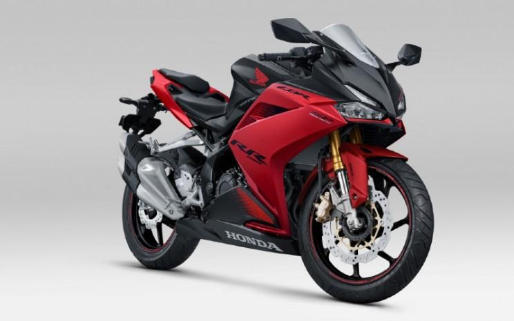 Honda CBR250RR SP Quick Shifter hadir dengan stripe baru dan tersedia dengan pilihan warna Bravery Red Black. - AHM