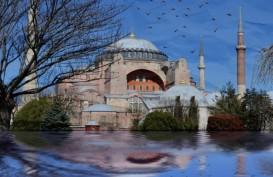 Ribuan Orang Ikuti Salat Jumat Pertama di Masjid Hagi Sophia Setelah 86 Tahun