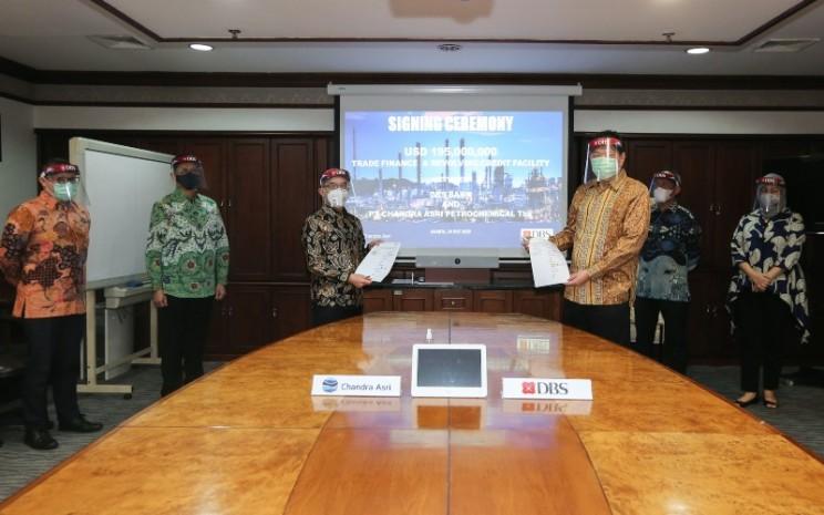 Penandatanganan perjanjian antara Bank DBS Indonesia dan Chandra Asri Petrochemical Tbk. di Jakarta (20/7/2020) - dokumen DBS Indonesia