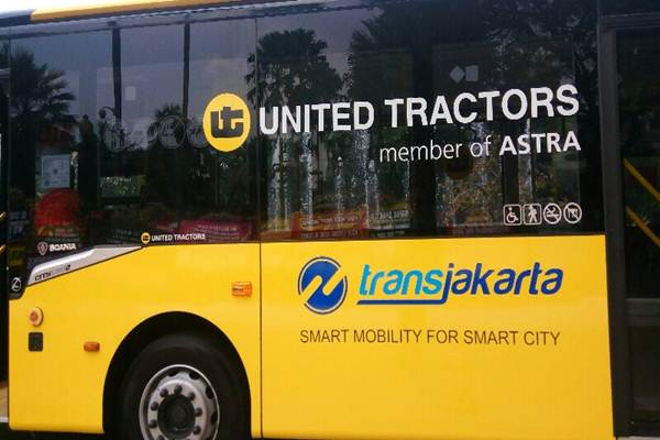 PT United Tractors Tbk. menyumbang 3 unit Bus Transjakarta - Bisnis.com/Miftahul Khoer