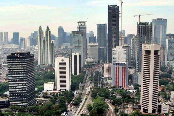 Gedung perkantoran terlihat dari ketingian di Jakarta, Senin (13/3). - JIBI/Endang Muchtar