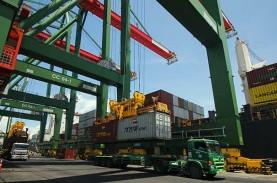 AKTIVITAS PELABUHAN : Arus Logistik Domestik Jadi…