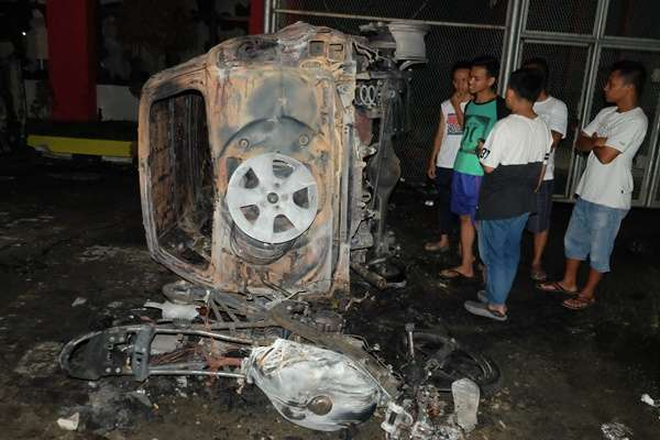 Ilustrasi mobil terbakar./Antara - Irsan Mulyadi