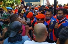 Upaya Penertiban Aset PT KAI di Kota Cirebon Berjalan Ricuh