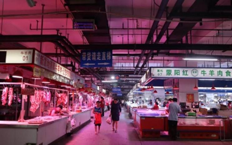 Lapak pedagang daging sapi dan daging kambing di Pasar Induk Xinfadi, Distrik Fengtai, Kota Beijing. (ANTARA - M. Irfan Ilmie)