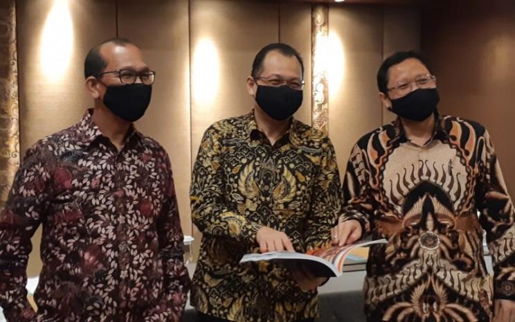 Direktur Cita Mineral Investindo Yusak Lumba Pardede (Kiri) usai public expose pada Kamis (30/7 - 2020).