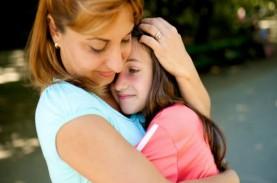 Cek Fakta: Anak Sering Digendong, Bisa Bikin 'Bau…