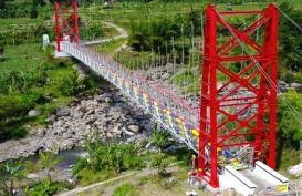 Warna-warni Jembatan Gantung Padat Karya, Ini Gambar-gambarnya