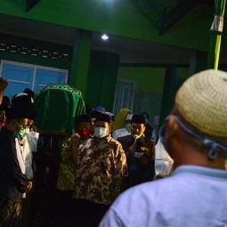 Porsesi Pemakaman Adik Bungsu Gus Dur di Jombang Jawa Timur