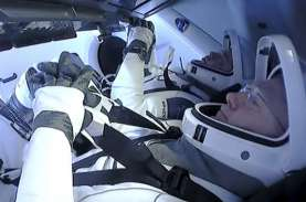 Kapsul SpaceX Kembali ke Bumi dengan Gaya Retro