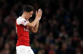 Legenda Arsenal ini Sebut Ozil Sudah Tidak Peduli Lagi dengan Klub