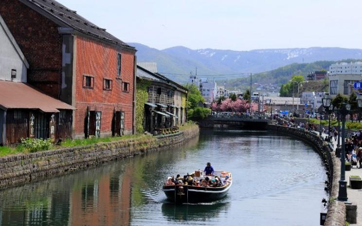 Otaru Canal Cruise.  - Yamaha