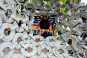 Perajin di Jawa Barat Manfaatkan Limbah Kertas Bekas Untuk Membuat Kerajinan