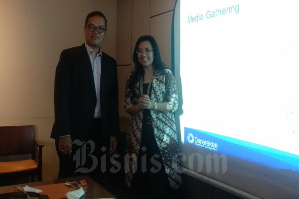 President Director Danareksa Investment Management (DIM) Marsangap P. Tamba (kiri) dan Managing Director DIM Upik Susiyawati (kanan) usai berjumpa awak media di Jakarta, Selasa (10/3/2020). - Dhiany Nadya Utami