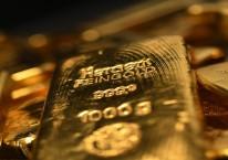 Harga emas semakin dekat ke US$2.000 dan harga saham emiten emas membuntuti. (Bloomberg)