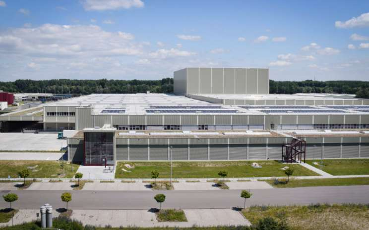 Pusat Logistik Global Mercedes Benz di Germersheim.  - Daimler