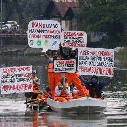 Aktivis Lingkungan Gelar Aksi Untuk Menyadarkan Warga Tidak Membuang Sampah di Sungai