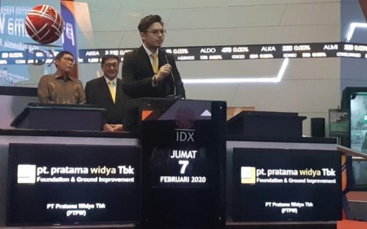 Direktur Utama Pratama Widya Andreas W. Kurniawan memberikan paparan saat pencatatan saham perseroan di Bursa Efek Indonesia, Jumat (7/2 - 2020). / Pandu Gumilar