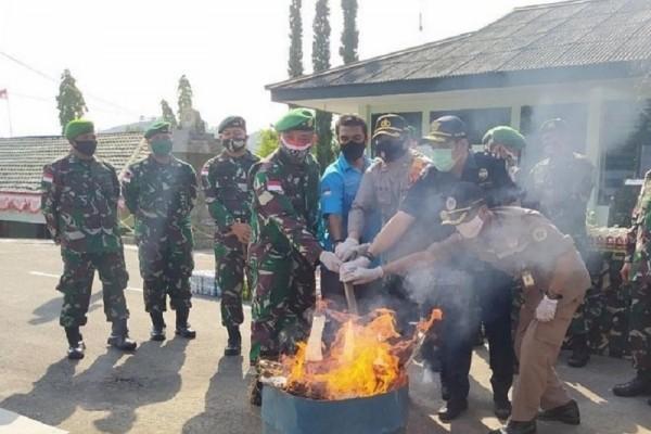 Pemusnahan Barang Bukti Hasil Sweeping Satgas Kolakops Korem 172/Praja Wira Yakthi
