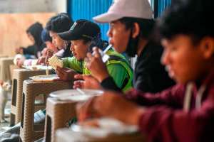 Tempat Makan di Jakarta Timur Sediakan Makanan Gratis Bagi Warga Yang Terdampak Covid-19