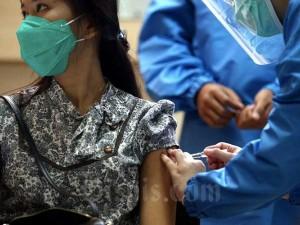 Tenaga Kesehatan Gelar Simulasi Uji Klinis Vaksin Covid-19 di Jawa Barat