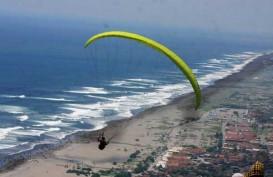 Main Bola di Pantai, Wisatawan Terseret Ombak Pantai Selatan Yogyakarta