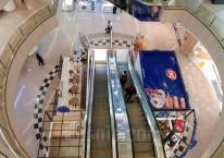 Suasana salah satu pusat perbelanjaan di Jakarta, Kamis (19/3/2020). Sejak pembatasn sosial berskala besar diterapkan, kinerja emiten ritel terhuyung. Laporan keuangan per 30 Juni 2020 menunjukkan pendapatan mayoritas emiten tertekan. Bisnis/Arief Hermawan P