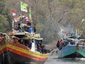 Nelayan di Jawa Barat Gelar Tradisi Nadran Nelayan Rajungan