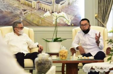 Ridwan Kamil Bertemu Ketua OJK, Bahas Apa?