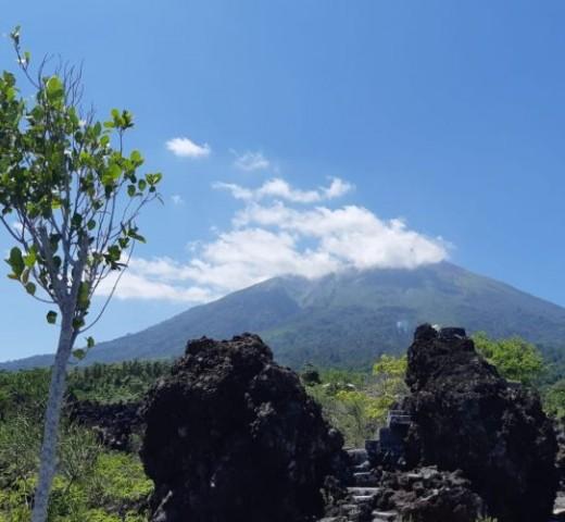 Keindahan Ternate dari Pantai Hingga Gunung
