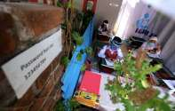 Foto-Foto Siswa SD Belajar di Warung Internet Gratis Buatan Warga Bandung