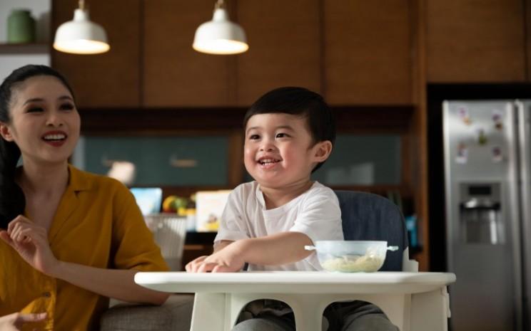 Sandra Dewi dan anak keduanya