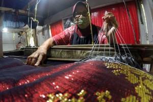 Industri Tenun Silungkang di Sumatra Barat Kembali Produksi Setelah Berhenti Akibat Covid-19