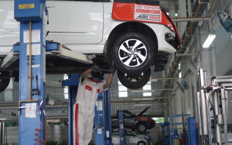 Penggantian oli juga boleh dilaksanakan di workshop Auto2000 atau dengan memanggil layanan THS - Auto2000 Home Service ke rumah AutoFamily.  - Auto2000