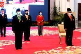 Jokowi Anugerahkan Tanda Jasa dan Kehormatan untuk…