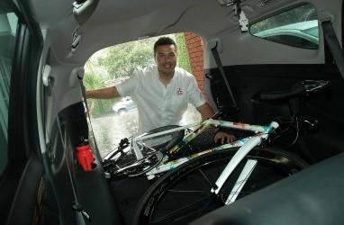 Tip Membawa Sepeda di Dalam Mobil ala Rifat Sungkar