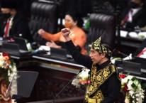 Presiden Joko Widodo memberikan pidato dalam rangka penyampaian laporan kinerja lembaga-lembaga negara dan pidato dalam rangka HUT ke-75 Kemerdekaan RI pada sidang tahunan MPR dan Sidang Bersama DPR-DPD di Komplek Parlemen, Senayan, Jakarta, Jumat (14/8/2020)./Antara - Akbar Nugroho Gumay