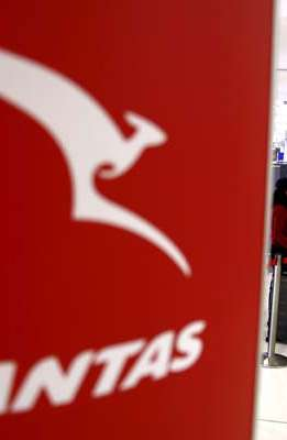Bisnis Penerbangan Lesu, Qantas Jual Biskuit dan Teh