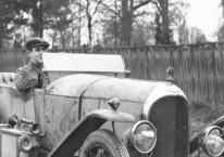 Walter Owen Bentley saat mengemudikan salah satu mobil buatanya. Dok Bentley Motor Ltd.