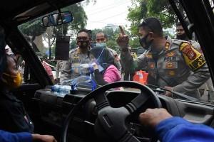 Polisi Hadang Demonstran Yang Akan Menuju DPR saat Sidang Tahunan MPR
