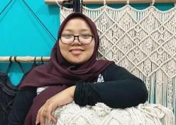 Belajar dari Youtube, Wanita Ini Sukses Berbisnis Kerajinan dengan Omzet Jutaan Rupiah