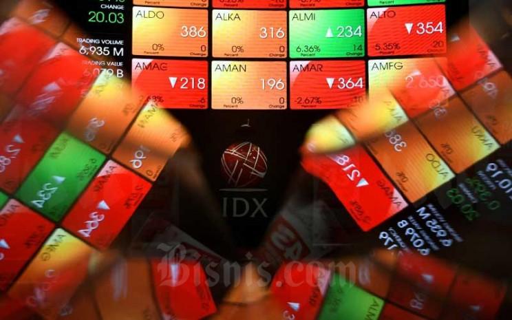 Layar elektronik menampilkan pergerakan Indeks Harga Saham Gabungan (IHSG) di PT Bursa Efek Indonesia (BEI), Jakarta, Rabu (12/8/2020). - Bisnis/Abdurachman