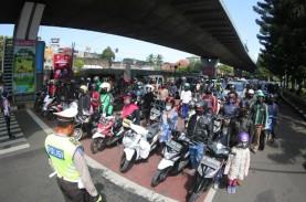Pengendara di Bandung Berhenti dan Sikap Sempurna…