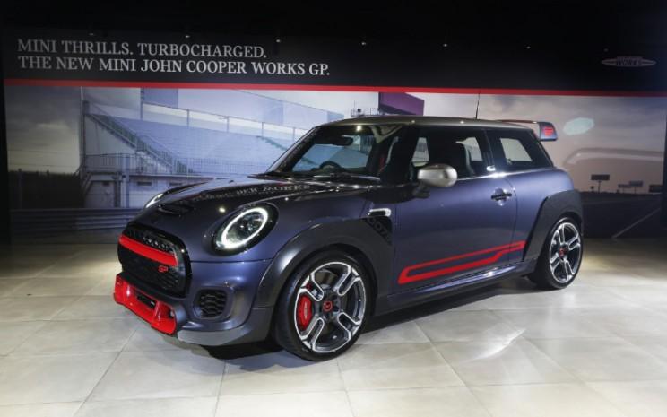 MINI John Cooper Works GP dijual dengan harga Rp1,5 miliar off the road. MINI